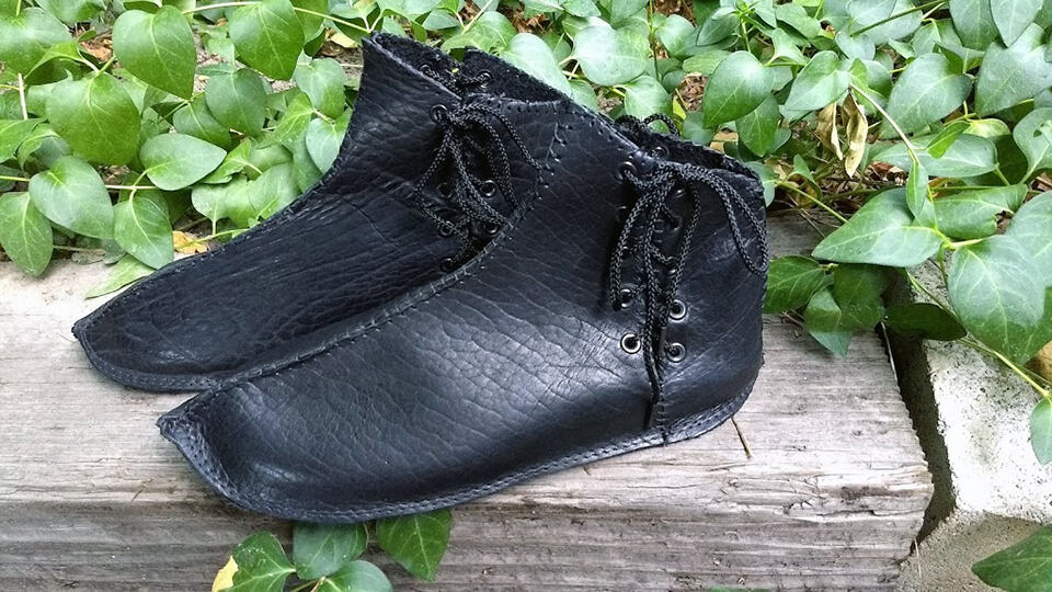 custom renaissance shoes black bison leather