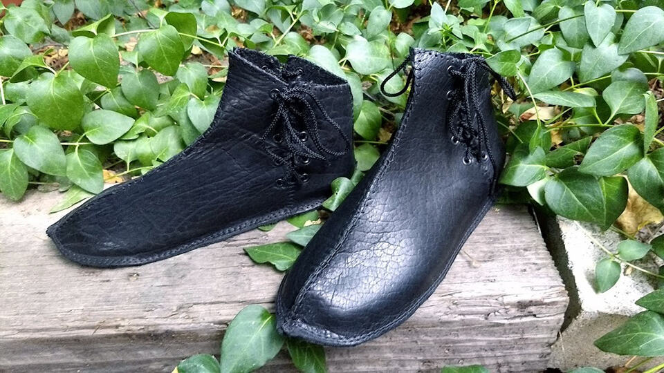 custom renaissance shoes in black bison leather